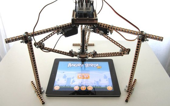 Tindie robot that plays Angry Birds presented at WDNZ tech conference