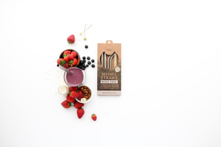 CaliWoods straws pack with smoothie
