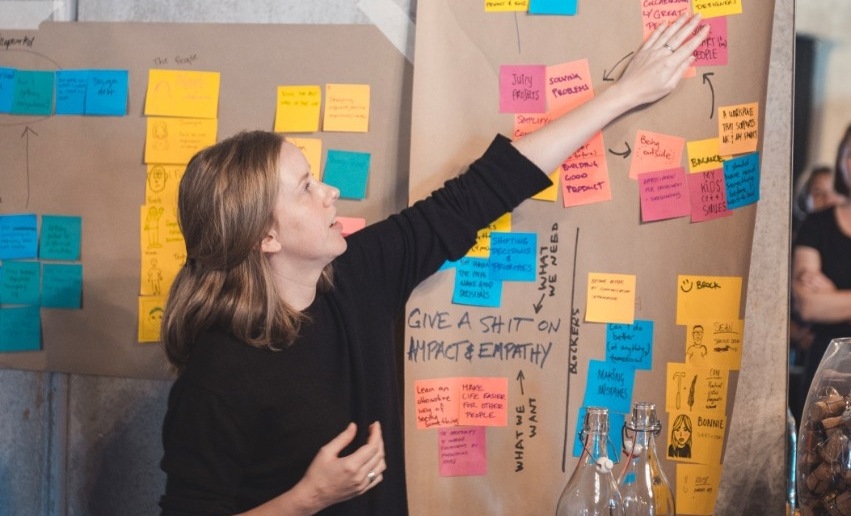 Design-researcher-postits