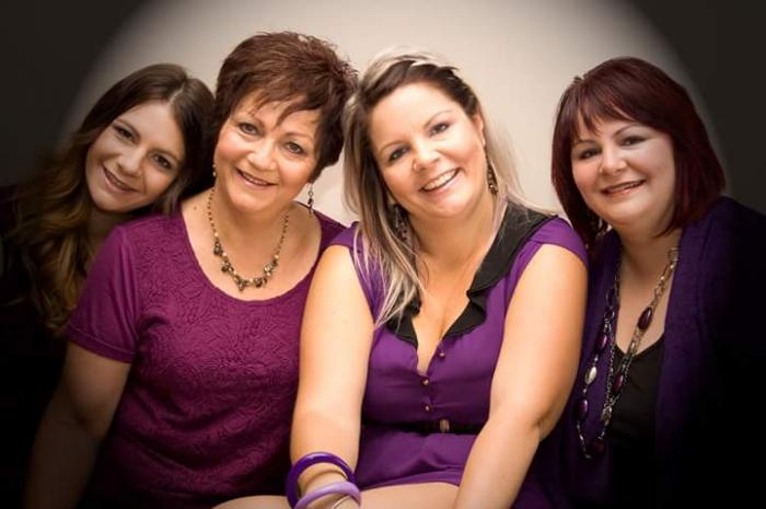 Janine, her mother and her two sisters
